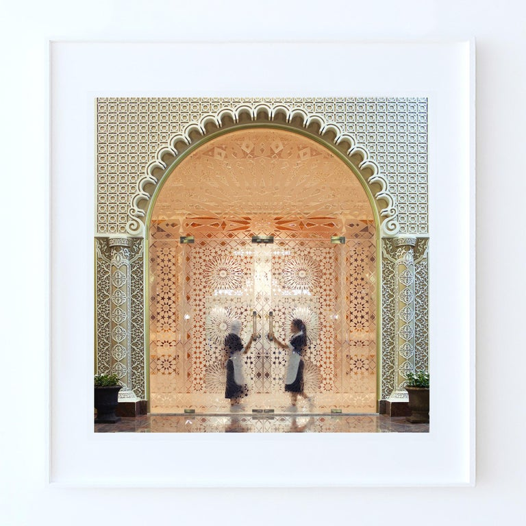 Palacio Abu Dhabi - Fine Art Photography, Landscape, Contemporary, Roger Grasas For Sale 1