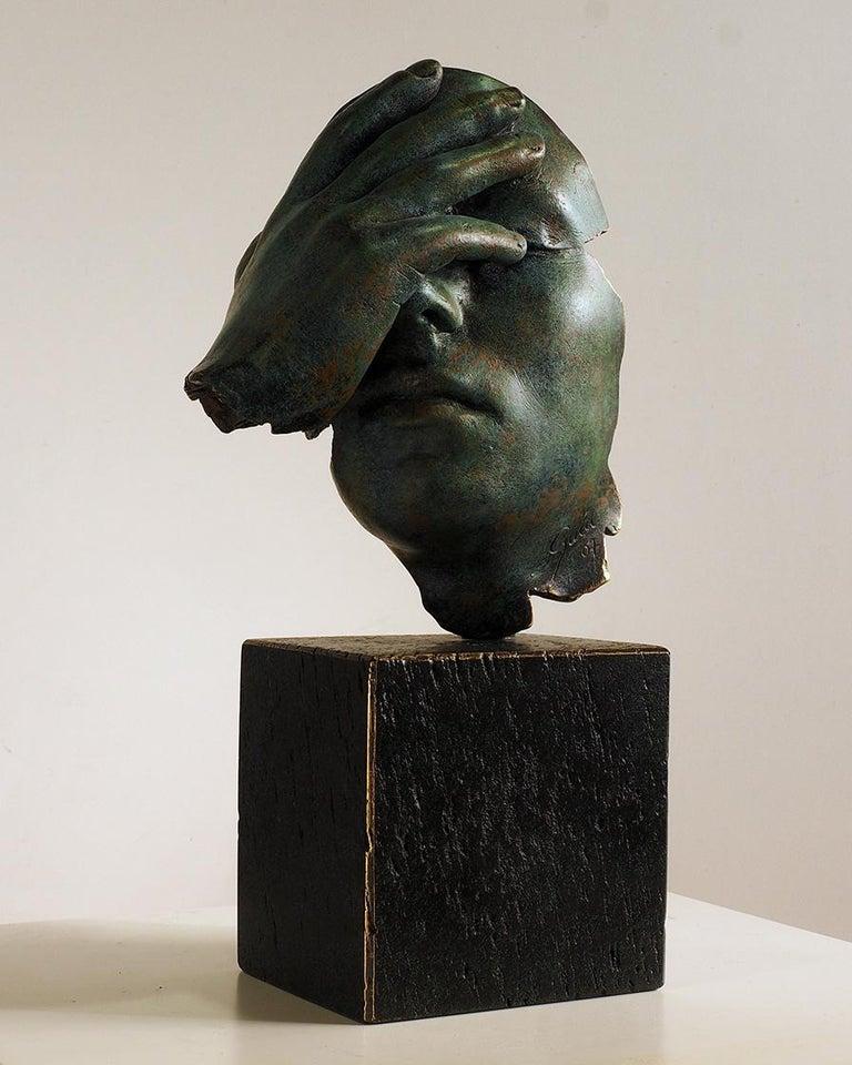 Reflexion - Miguel Guía Realism Bronze layer Sculpture - Gold Figurative Sculpture by Miguel Guía