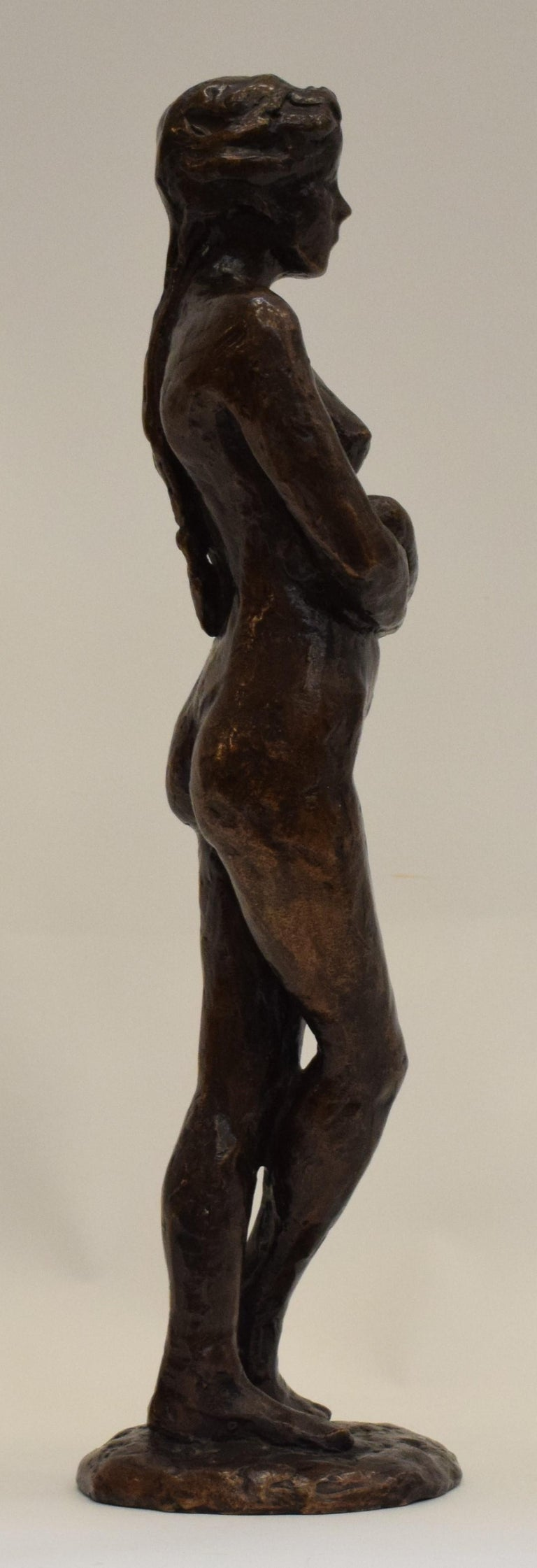 Anneke Hei-Degenhardt works and lives in Heemstede and is a respected artist, her work can also be found on the Hoflaan. Degenhardt was born in 1951 in Den hague in the Netherlands. The statue is signed. The work is a unica.