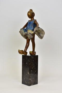 Girl with clogs - Statue Figurative Sculpture Bronze Art Contemporary