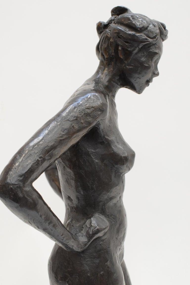 Bronze statue of a woman, Anneke Hei - Degenhardt (1951), Signed For Sale 1