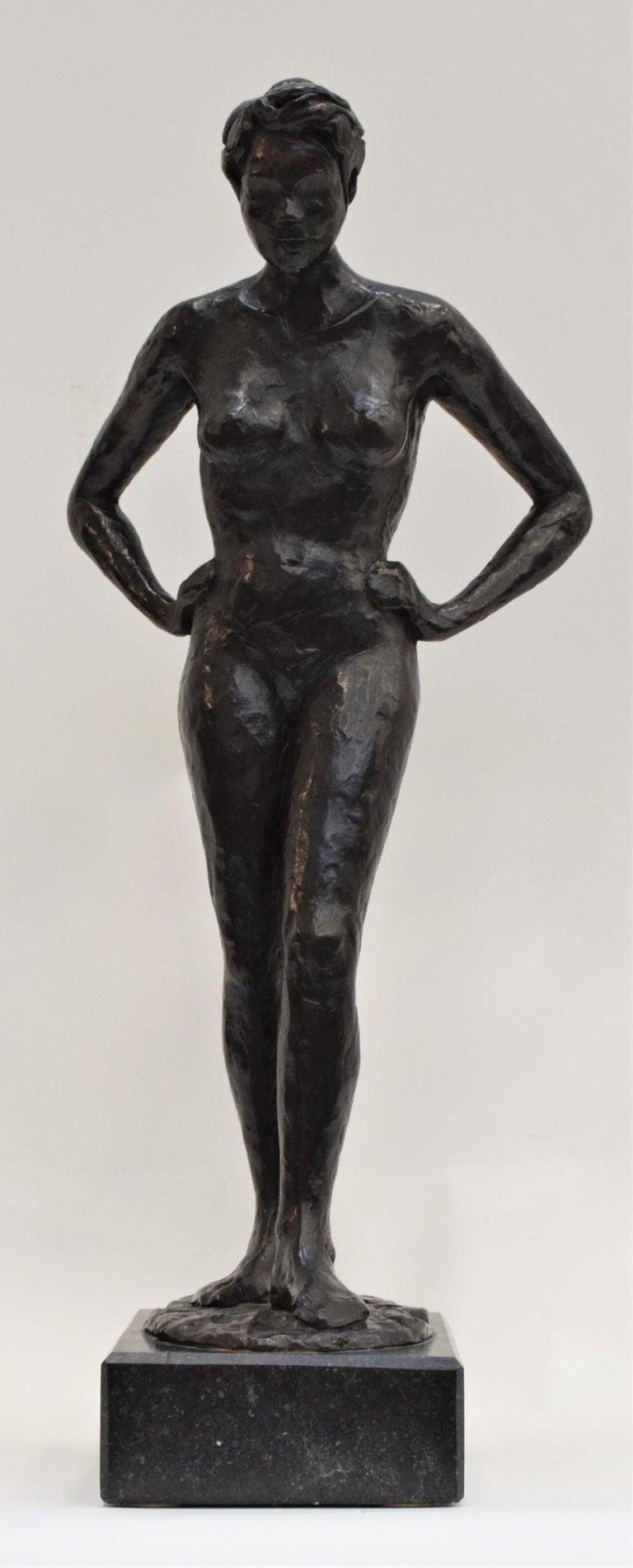 Anneke Hei-Degenhardt Figurative Sculpture - Bronze statue of a woman, Anneke Hei - Degenhardt (1951), Signed