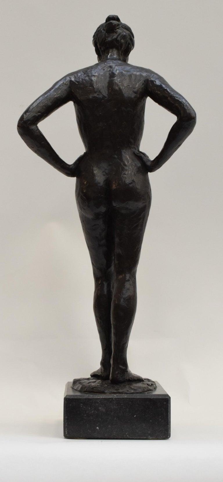Bronze statue of a woman, Anneke Hei - Degenhardt (1951), Signed - Gold Figurative Sculpture by Anneke Hei-Degenhardt