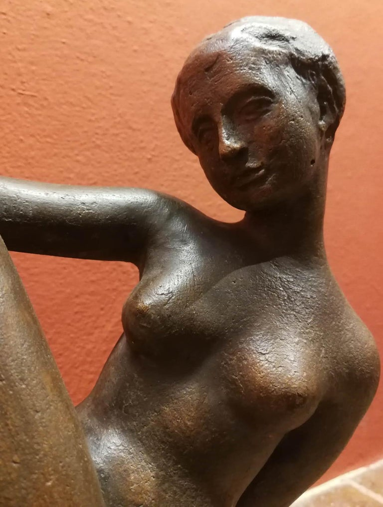 This small terracotta statue portrays a lady laying on a very sensual and athletic position. Is signed on the base Quinto M. Even if it's not dated, we can premusably suggest a period between the 30-40 of the 20th century, due to comparison with