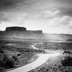 Road to Nowhere, UTAH, USA - Black and White fine art film amerika photography