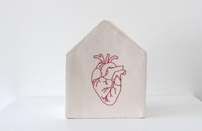 """Camilla Marinoni """"Accoglienza-MultiverCity"""" (Heart), ceramic sculpture - Sculpture by Camilla Marinoni"""