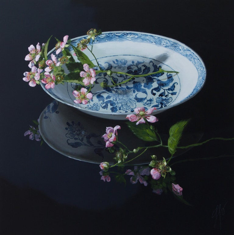 Sasja Wagenaar Figurative Painting - ''Chinese Plate with Blackberryblossom'' Contemporary Still Life Porcelain