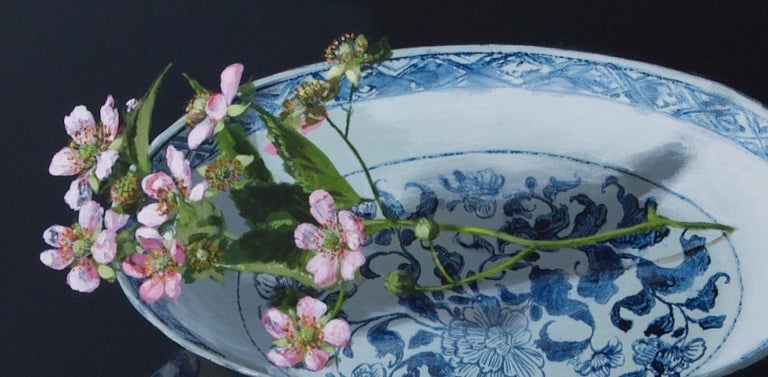 ''Chinese Plate with Blackberryblossom'' Contemporary Still Life Porcelain - Painting by Sasja Wagenaar