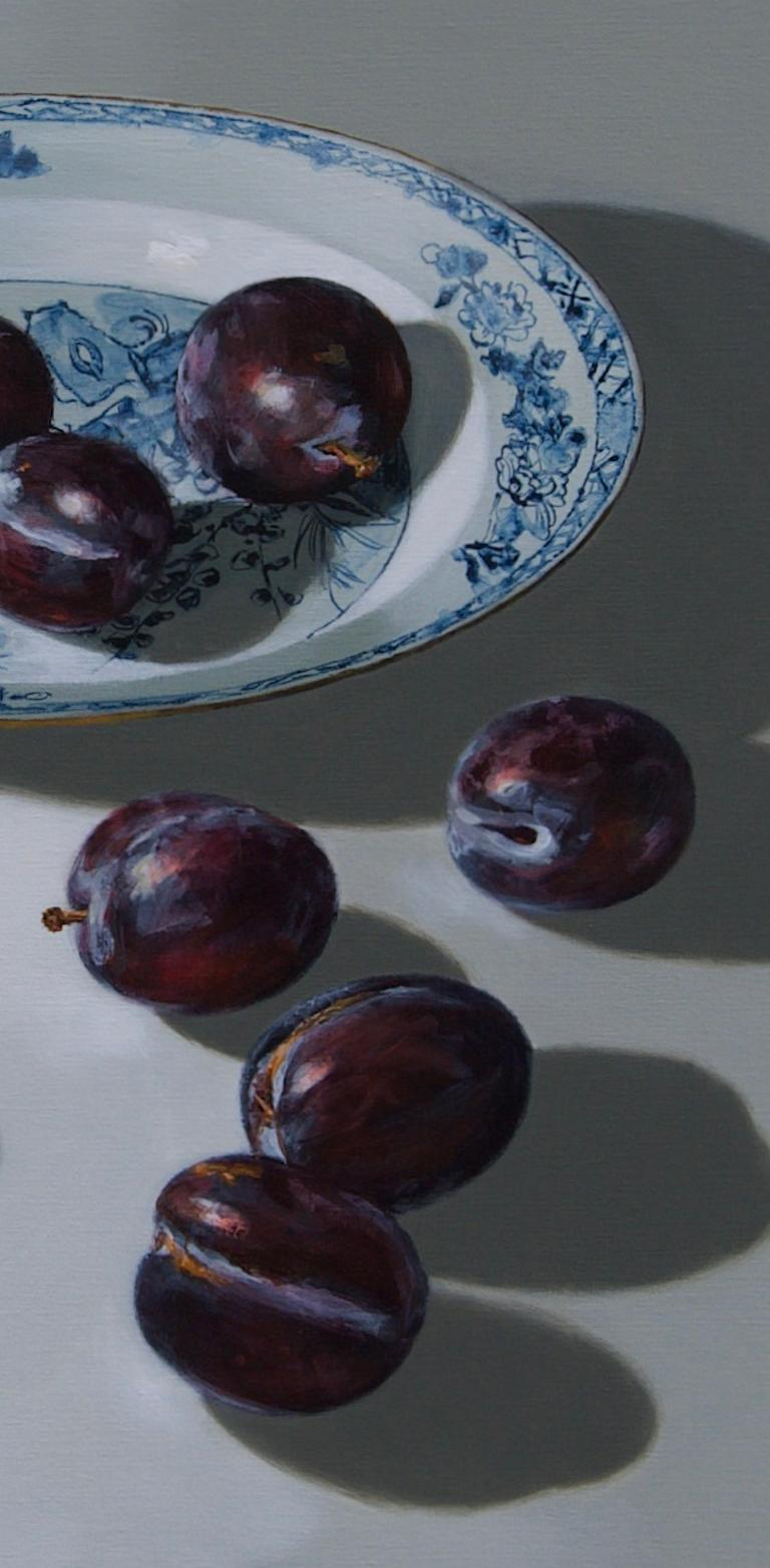 ''Plums on light'', Contemporary Still Life with Porcelain and Fruit - Painting by Sasja Wagenaar