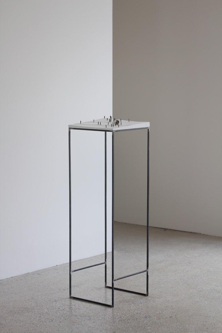 Lorenz Friedrich Figurative Sculpture - Kleine BetrachterInnen (Small Observers) - sculpture, pedestal, wood, metal, b&w