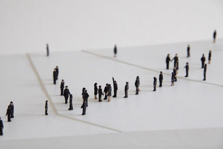Kleine BetrachterInnen (Small Observers) - sculpture, pedestal, wood, metal, b&w - Sculpture by Lorenz Friedrich