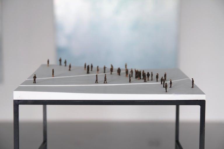 Kleine BetrachterInnen (Small Observers) - sculpture, pedestal, wood, metal, b&w - Brown Figurative Sculpture by Lorenz Friedrich