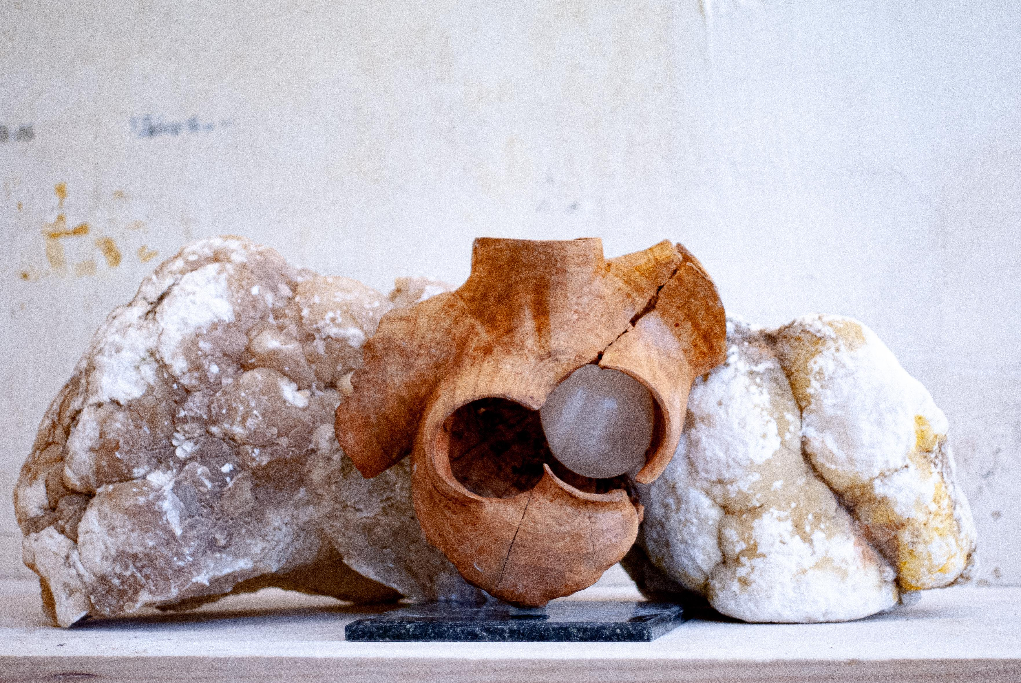 Derose - Baigneuse au Cœur Blanc  - Original Sculpture
