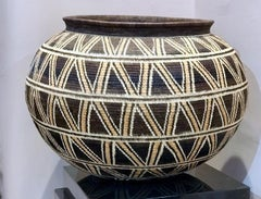 Basket by Elsa Quiros, large geometric design in brown, tan, white sunflower