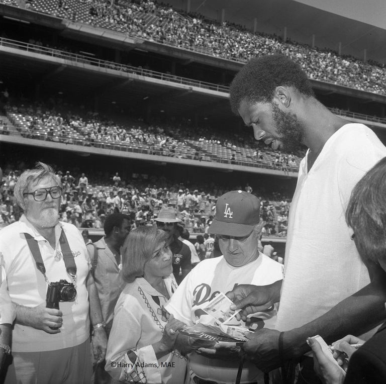 """Harry Adams Black and White Photograph - Icons and people -20x20"""" C print - Kareem Jabbar, Tommy Lasorda 1980 Los Angeles"""