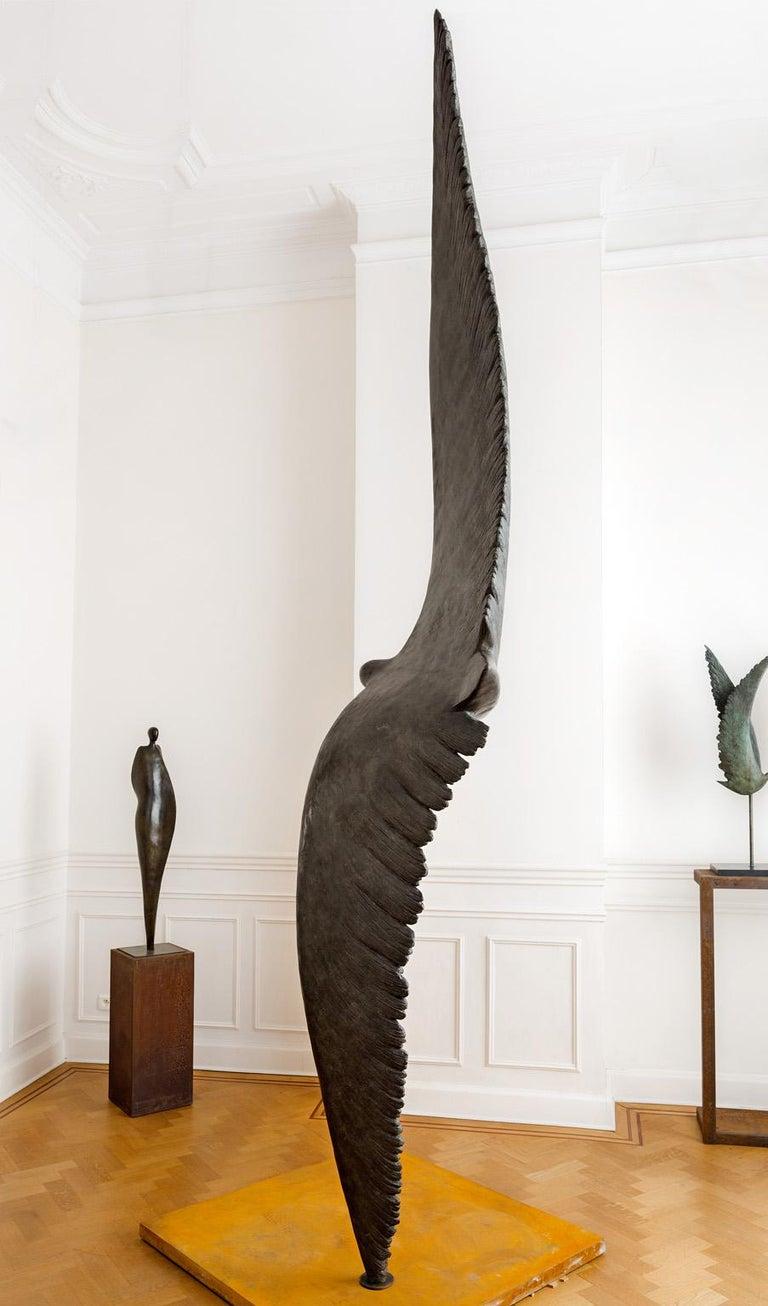 Prélude - Gold Figurative Sculpture by Isabelle Thiltgès