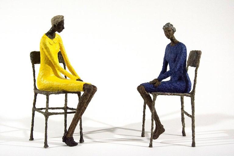 Paul Duval Figurative Sculpture - Attente dames jaune et bleu