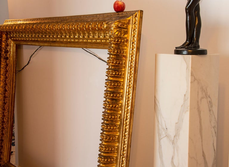 19th century Italian Rococo Gilt Wood Picture frame with ornate foliate. For Sale 2