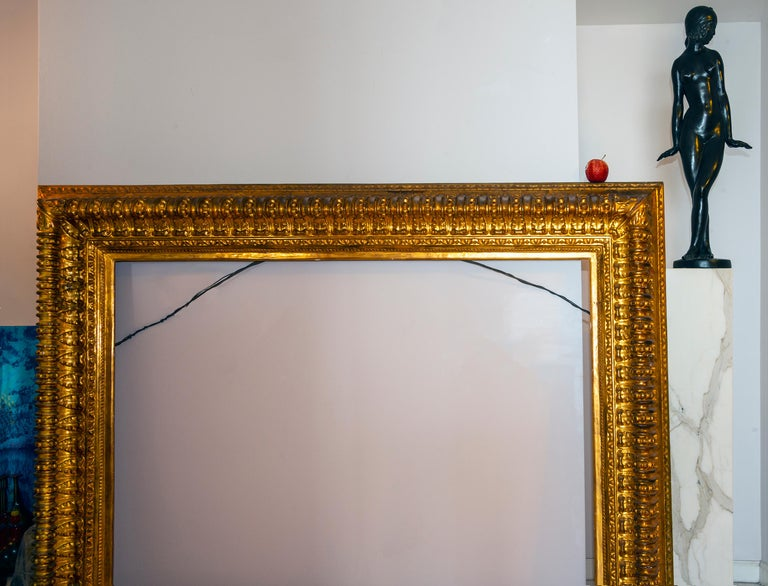 19th century Italian Rococo Gilt Wood Picture frame with ornate foliate. For Sale 3