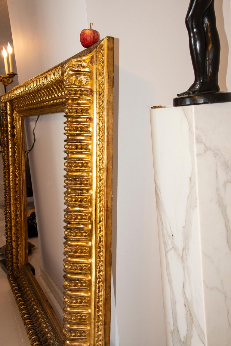 19th century Italian Rococo Gilt Wood Picture frame with ornate foliate. For Sale 4