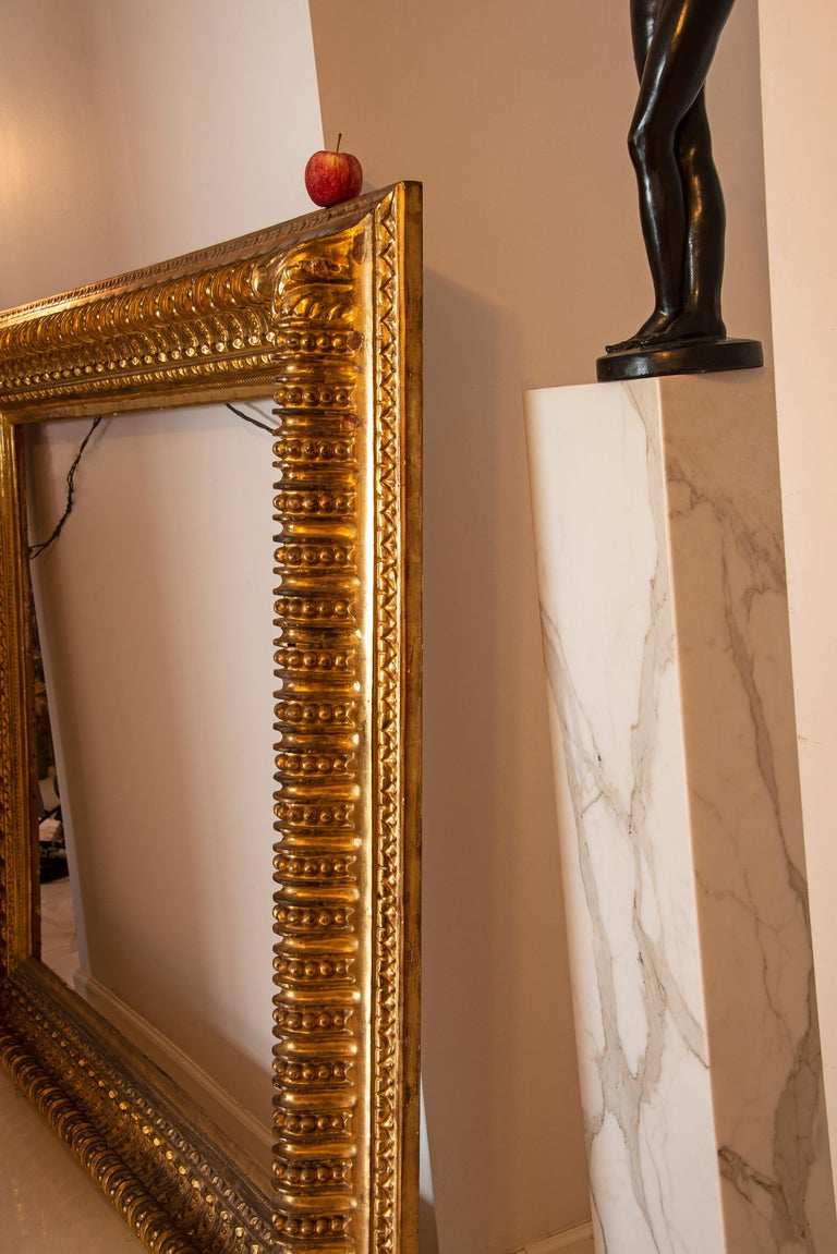 19th century Italian Rococo Gilt Wood Picture frame with ornate foliate. For Sale 5