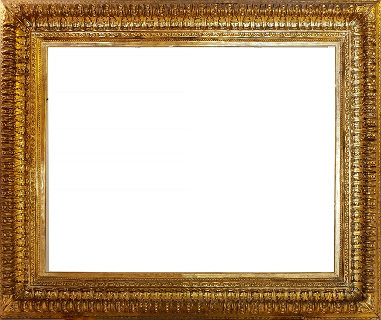 19th century Italian Rococo Gilt Wood Picture frame with ornate foliate. For Sale 12
