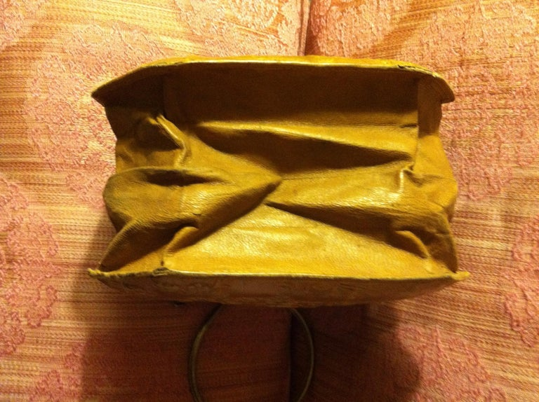 Victorian Embossed Leather Purse For Sale 3