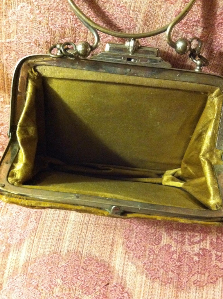 Victorian Embossed Leather Purse For Sale 5