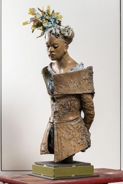 Young Lady portrait bronze sculpture  - Italian contemporary outdoor realist