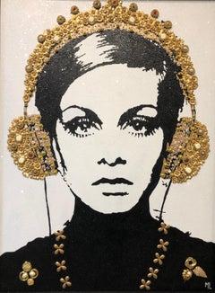 """""""Mod (Twiggy)"""" Pop portrait, gold ornaments, diamond dust, black/white, sparkle"""