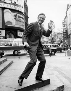 Gene Kelly Waving in New York Globe Photos Fine Art Print
