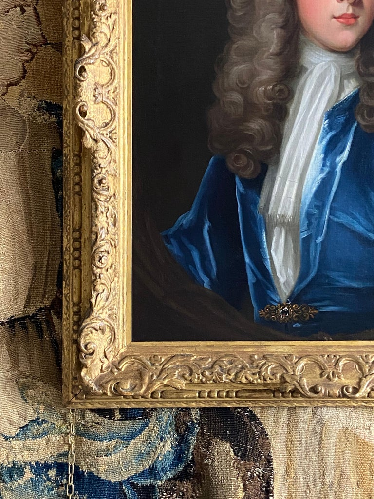18TH CENTURY ENGLISH OIL PORTRAIT OF A YOUNG GENTLEMAN IN A BLUE VELVET COAT For Sale 3