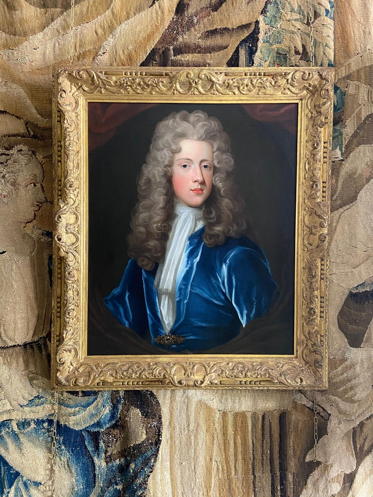 18TH CENTURY ENGLISH OIL PORTRAIT OF A YOUNG GENTLEMAN IN A BLUE VELVET COAT For Sale 4