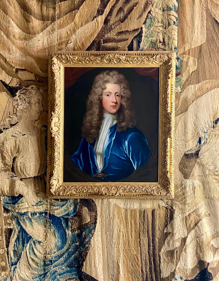 18TH CENTURY ENGLISH OIL PORTRAIT OF A YOUNG GENTLEMAN IN A BLUE VELVET COAT For Sale 7