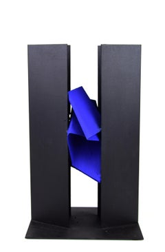 Central Structure - Iron Sculpture by Claudio Palmieri - 1998