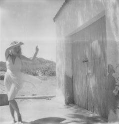 La Rumba (40x40cm) - Contemporary, Polaroid, Photograph, Figurative, Portrait