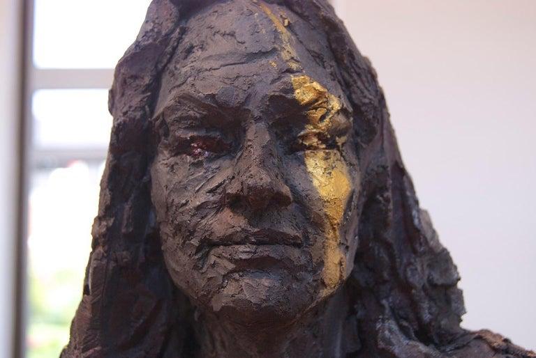 La Sorcière (avec Mathilde) - Female Portrait, Ceramic Sculpture - Gray Figurative Sculpture by Cécile Raynal