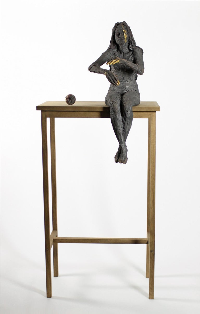 One-off smoke-fired stoneware sculpture,. Dimensions: 212 cm × 90 cm × 71 cm. This artwork belongs to the series entitled Les Ombres d'Alice (Alice's shadows) which, as the title suggests, draws references from Lewis Caroll's Alice in Wonderland.