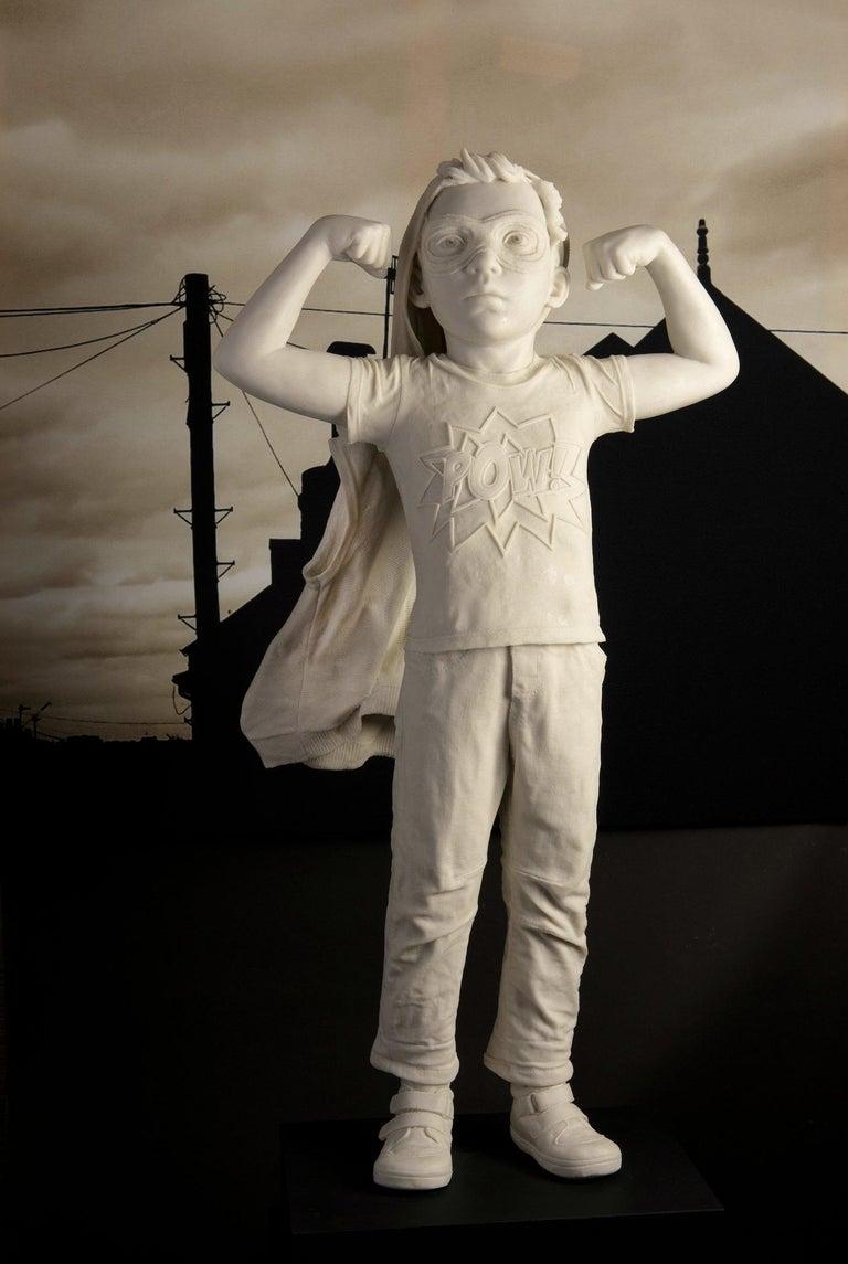 Cathy Lewis Figurative Sculpture - Pow