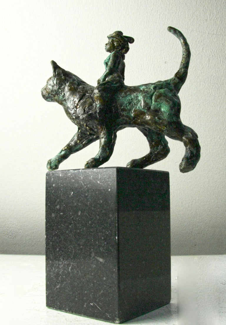 Helle Rask Crawford Figurative Sculpture - Catwoman by Helle Crawford, Contemporary Green Black Bronze Cat Sculpture