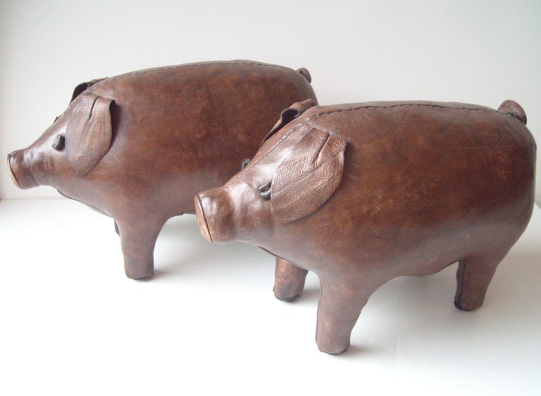 Very nice set of 2 pigs in leather for Abercrombie and Fitch, sold as pair, price as pair. We consider offers for one if clients wants it.