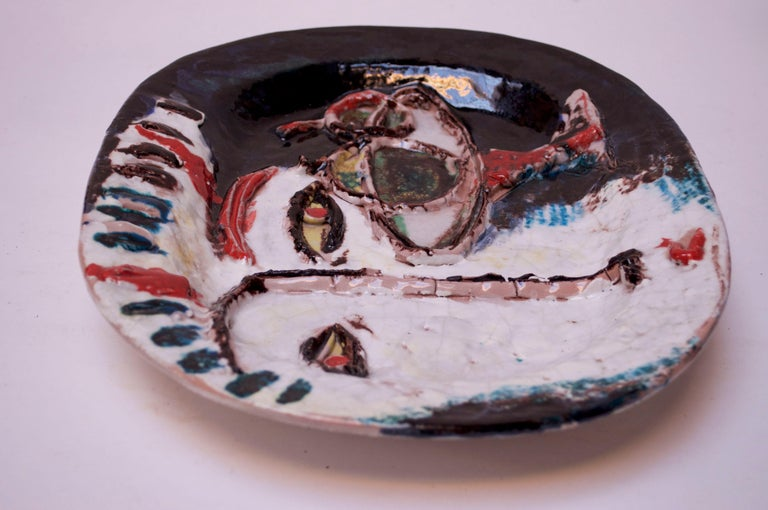 Abstract Italian Modernist Ceramic 'Face' Charger In Good Condition For Sale In Brooklyn, NY