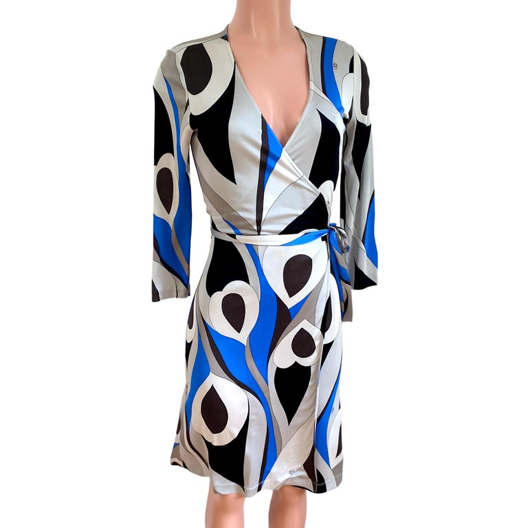 Abstract Peacock Feather Print Wrap Dress FLORA KUNG In New Condition For Sale In Boston, MA