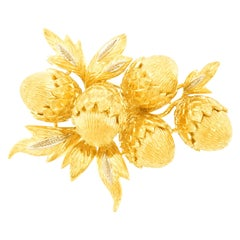 Acorn and Leaf Gold Brooch