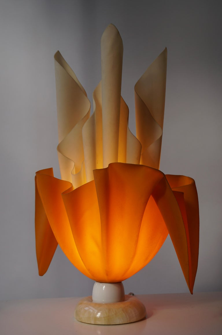 Acrylic Sculptural Table Lamp, 20th Century For Sale 3