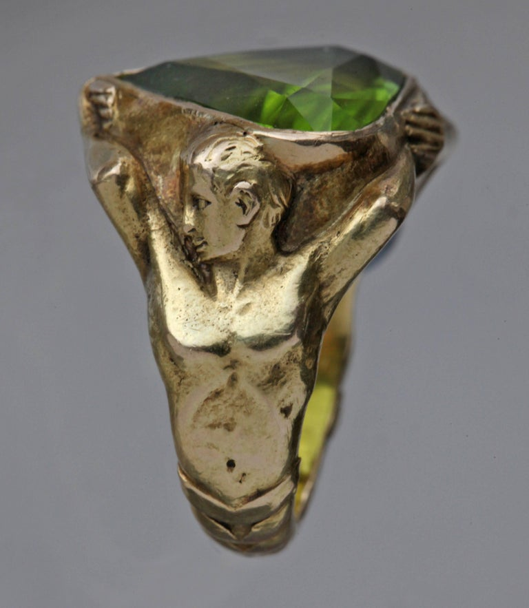 Art Deco Circa 1930 Adam & Eve Paradise Peridot 18 Karat Gold Cocktail Engagement Ring For Sale