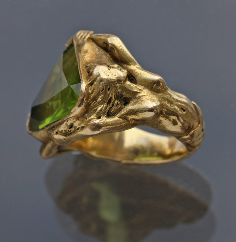 Circa 1930 Adam & Eve Paradise Peridot 18 Karat Gold Cocktail Engagement Ring In Excellent Condition For Sale In London, GB