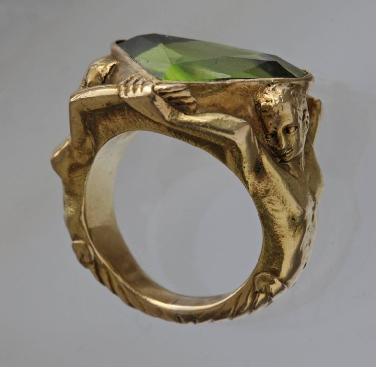 Women's or Men's Circa 1930 Adam & Eve Paradise Peridot 18 Karat Gold Cocktail Engagement Ring For Sale
