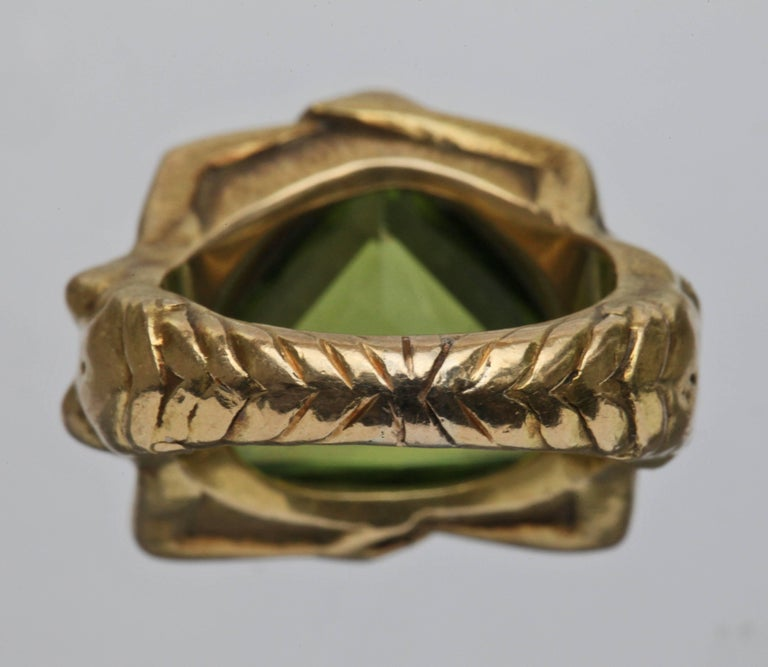 Circa 1930 Adam & Eve Paradise Peridot 18 Karat Gold Cocktail Engagement Ring For Sale 1