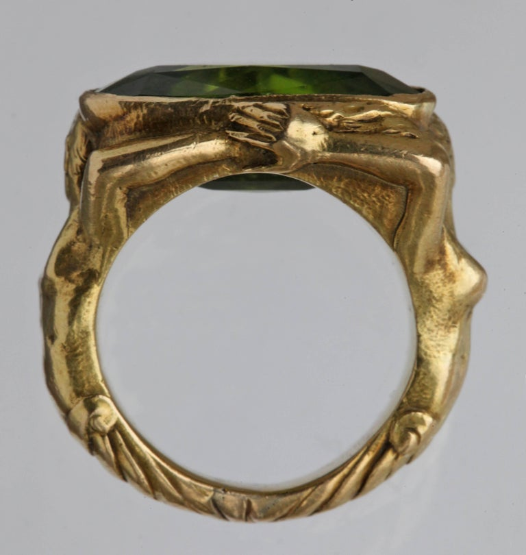 Circa 1930 Adam & Eve Paradise Peridot 18 Karat Gold Cocktail Engagement Ring For Sale 2